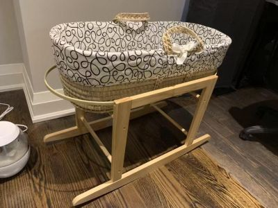 Jolly jumper Moses basket and rocking stand