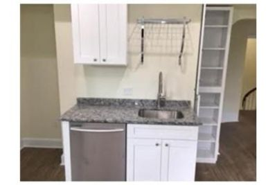 Apartment - 2 bathrooms - 4 bedrooms - in a great area.