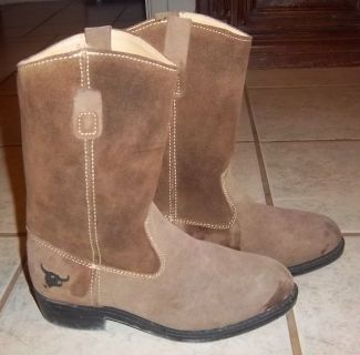 Suede men's boots in size 7