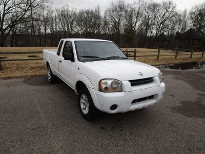 2001 Nissan Frontier XE (White)
