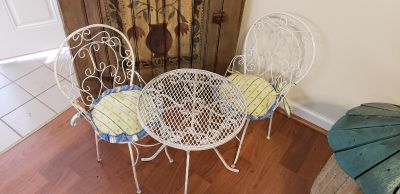 CHILDS METAL TABLE SET