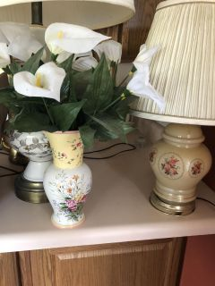 Pretty floral vase and lamp