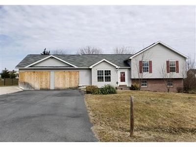 3 Bed 2 Bath Foreclosure Property in Chambersburg, PA 17202 - Falcon Ln