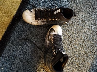 Boys/mens Nike Flywire metal cleats size 8