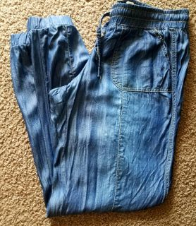 Light weight jeans with elastic ankles. Can be worn full length or pulled up for capri length. Size 7. Great condition