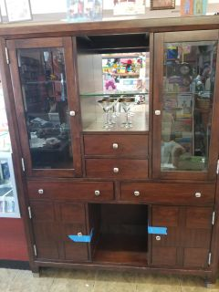 Broyhil lighted cabinet