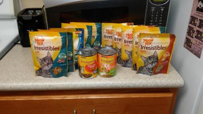 10 packs of cat treats and 2 cans of food. Nothing expires until 2019 and later.
