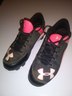 UNDER-ARMOUR basebal/softball shoes