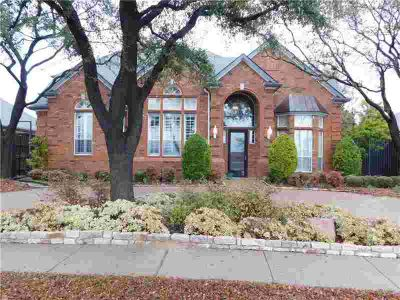 5745 Yeary Road Plano, C-shaped design with master suite