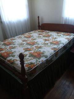 Full size bed w/mattress and foundation
