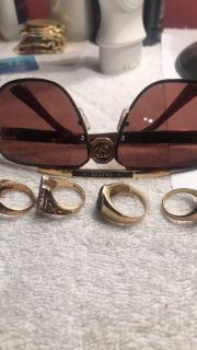 10kt rings Gucci glasses