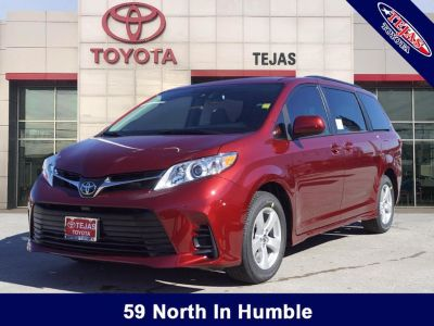 2019 Toyota Sienna LE Auto Access Seat (Salsa Red Pearl)