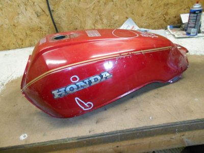 Find honda vf750s v45 sabre vf750 750 fuel gas tank red 82 83 1982 1983 motorcycle in Arthur, Illinois, US, for US $139.00