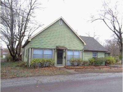 3 Bed 1.5 Bath Foreclosure Property in Iola, KS 66749 - N Jefferson Ave