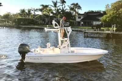 2017 Robalo Cayman 206 Bay Boat