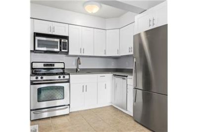 Brooklyn, Great Location, 2 bedroom Apartment. Washer/Dryer Hookups!