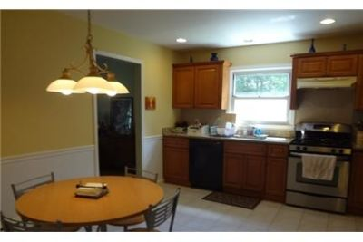 3 bedrooms House - Beautifully renovated 4 yreas ago. Washer/Dryer Hookups!