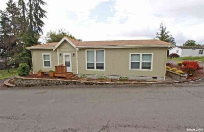 5055 NE Elliott (#13) Cl Corvallis Three BR, Step inside this