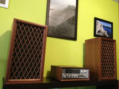 Antique Stereo receiver w speakers
