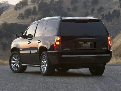 2010 GMC Yukon Denali (Red Jewel Tintcoat)