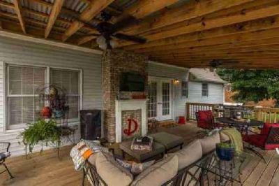 109 Brownstone Dr Gallatin, Beautiful home in established