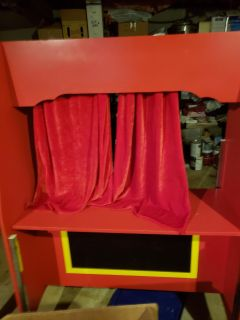 Puppet show on wheels