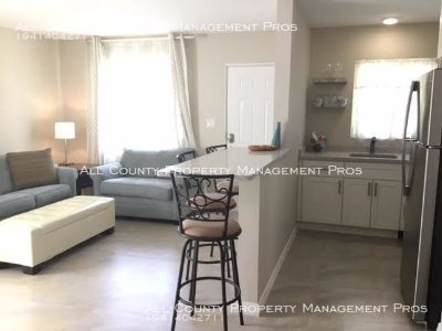 Completely Renovated/Near Sarasota Memorial Hospital/Pet Friendly
