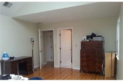 Great townhome in covenient Newton location. Single Car Garage!