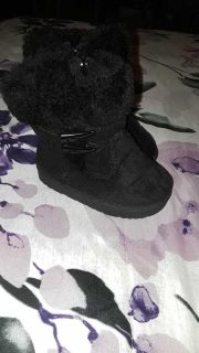 like new black boots (not sure of size)