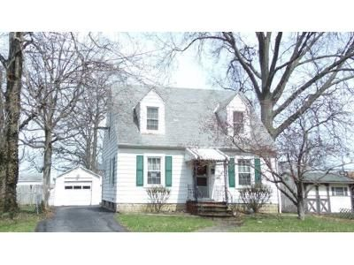 2 Bed 1 Bath Foreclosure Property in Elyria, OH 44035 - Clark St