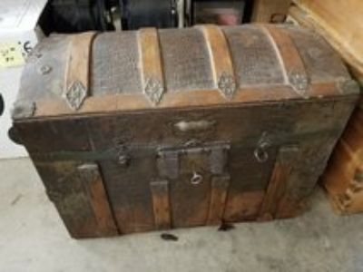 ANTIQUE HUMPBACK TRUNK w/ KEY