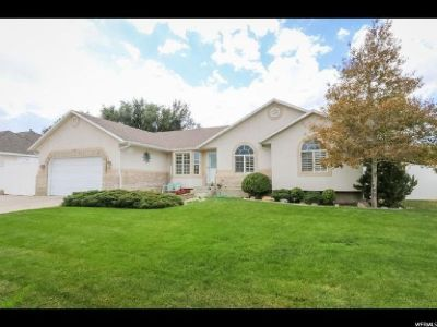 Spacious Home in West Jordan!