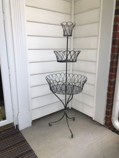 Vintage Metal Plant Stand. 4 Tall. Shabby Chic. Porch Pick up Available. Staples Mill at 295.