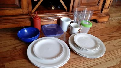 Assorted dishes/kitchen lot. One plate has a small chip on the side
