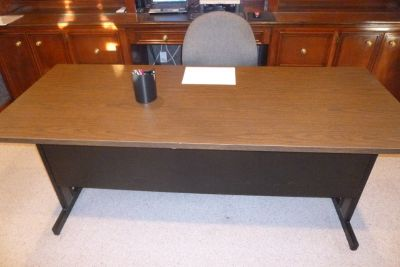 "6' long x 30"" wide, 2-tone, wood-grain looking top, METAL DESK, w/storage shelf in back/bottom"