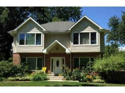 4 Bed 2.5 Bath Foreclosure Property in Northbrook, IL 60062 - Meadow Rd