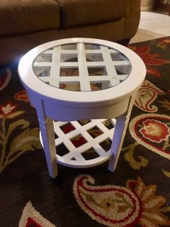 Beautiful white wood end table w/ circular glass on top $15
