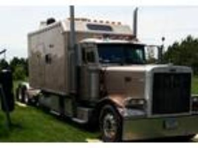 2000 Peterbilt 379EXHD Equipment in New Richmond, WI