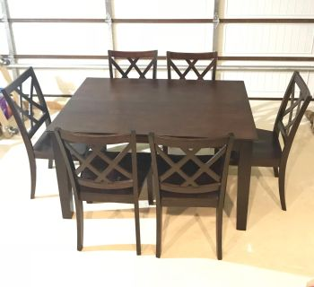 Modern Farmhouse expresso table & 6chairs,built in butterfly leaf sits 6 expands to 8.Euc.I have 6 velvet chairs for a more modern look too.