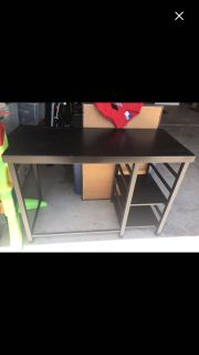 2 Free Desks!!! You must pick up today!!