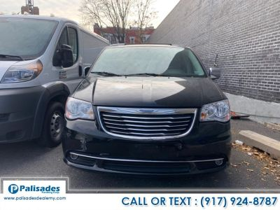 2012 Chrysler Town & Country Touring-L (Black)