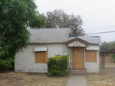 2 Bed 1 Bath Foreclosure Property in Selma, CA 93662 - Young St
