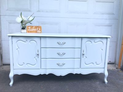 "GORGEOUS French Provincial Buffet/Tv Console/Entrance table-60""x30""x20""- refinish light grey- 220$"