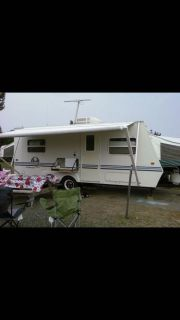 2000 Sportsman coyote 21 foot box hybrid travel trailer/camper sleeps eight people / opens to 28 ft