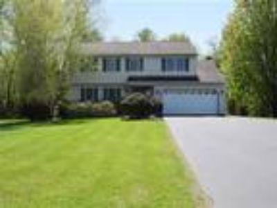 4 BD / 2.5 BA on 1.18 Private Acres