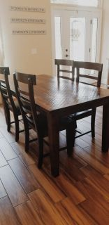 Solid wood dining room w/4 chairs