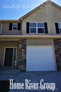 GORGEOUS 3 bed/2.5 bath duplex!! Stainless Steel! Granite Countertops! W/D Hookups!