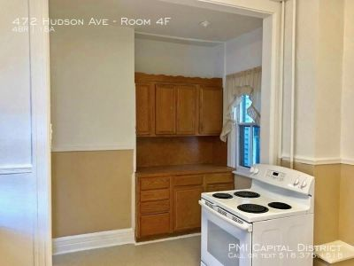 Spacious first flr 4 Bdrm!  W/in blocks to Colleges!