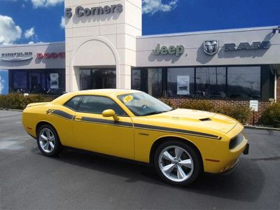 2017 Dodge Challenger R/T (Yellow Jacket)