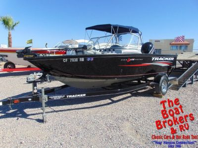 2015 TRACKER PRO GUIDE FISHING BOAT